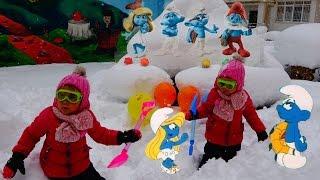 Ксюша и Арина играют в снегу и ищут игрушки  Видео для детей