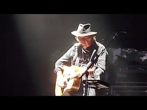 Neil Young - Helpless - Live at Wayhome Festival 2015 mp3