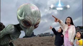 우주에서 UFO를 타고 아기 외계인이 날아왔어요! 유령외계인 괴물외계인 우주괴물 Baby alien monster in UFO l alien monster is coming