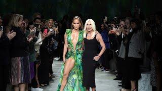 Versace женская коллекция, весна лето -2020, модный показ