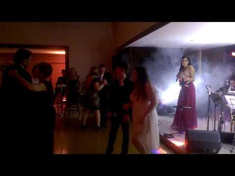 andré e thaís dançando nas bodas de ouro de Narcélio x Angélica