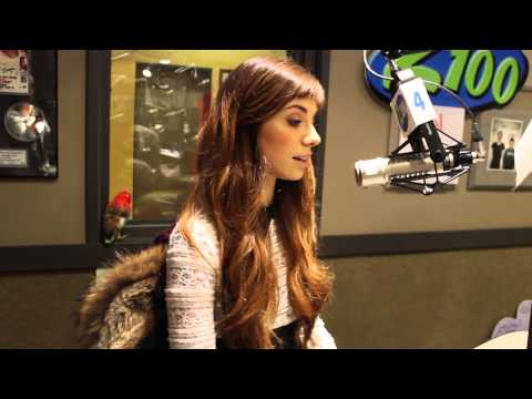 """Christina Perri chats with Maui about """"Human"""" and Philly cheese steaks!"""