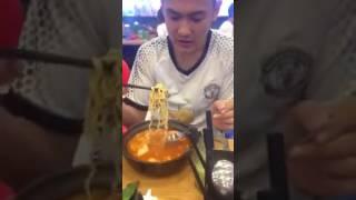 Thử thách ăn MỲ CAY  - Em Hải