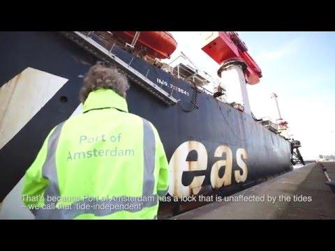 Met chirurgische precisie de sluis van Port of Amsterdam door