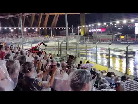 Singapore F1 2017 - corner 1 crash - grandstand view
