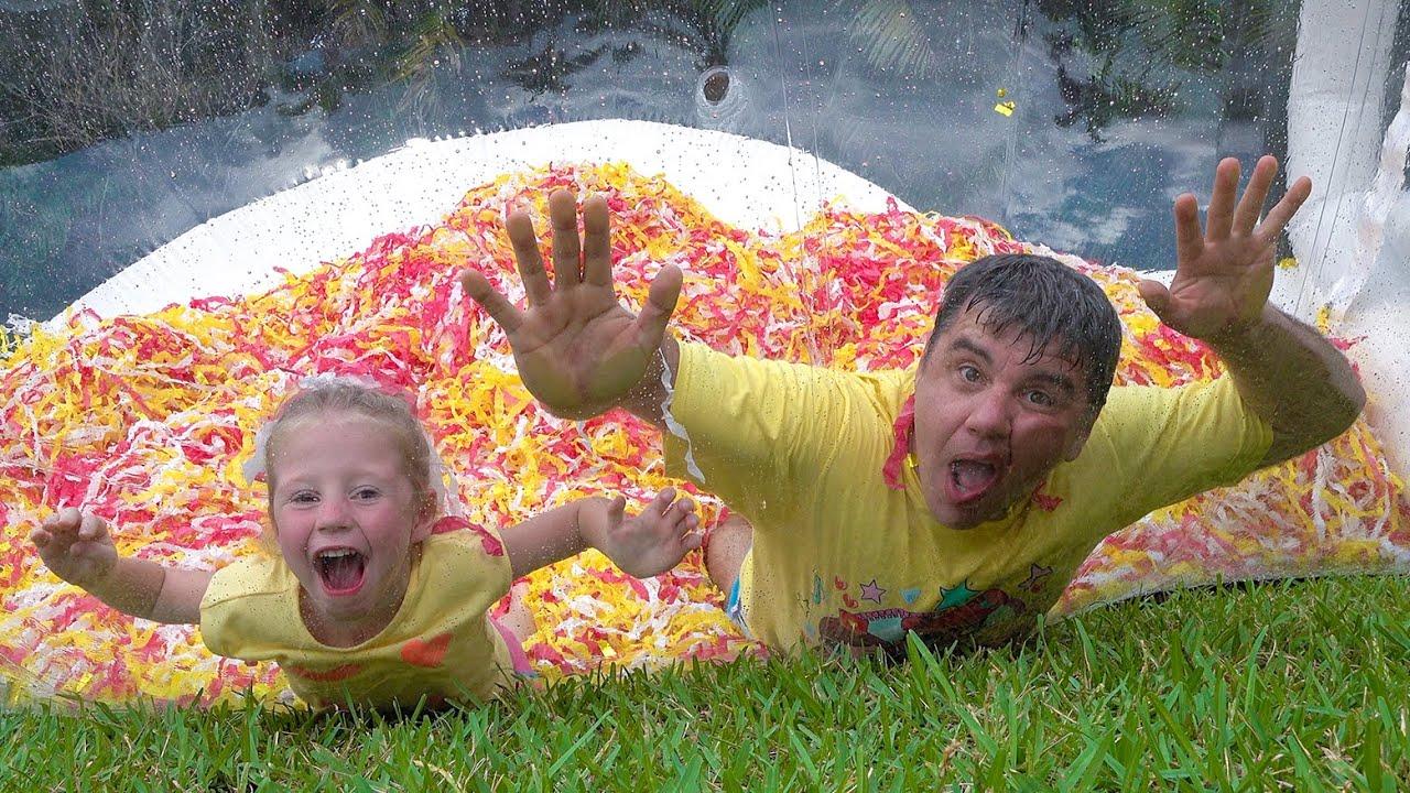 ناستيا وأبي يلعبان الألعاب المائية , العاب مسلية جديدة