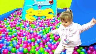 Оливия приехала в Мотор Биг Сити - детская игровая площадка
