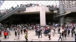 Лувр Главный вход. Кассовый зал. Париж(Лувр Главный вход. Кассовый зал. Париж Центральный вход в Лувр происходит вот отсюда - из самой большой пира..., 2016-09-25T07:00:55.000Z)