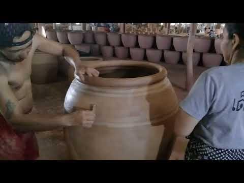 การทำเครื่องปั้นดินเผา : ชวนดูการติดลายโอ่งมังกรราชบุรี