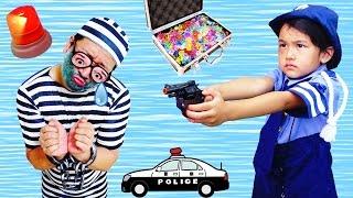 ●普段遊び●再アップ 警察ごっこ遊び♪宝石泥棒を捕まえたよ!まーちゃん【5歳】おーちゃん【2歳】 thumbnail