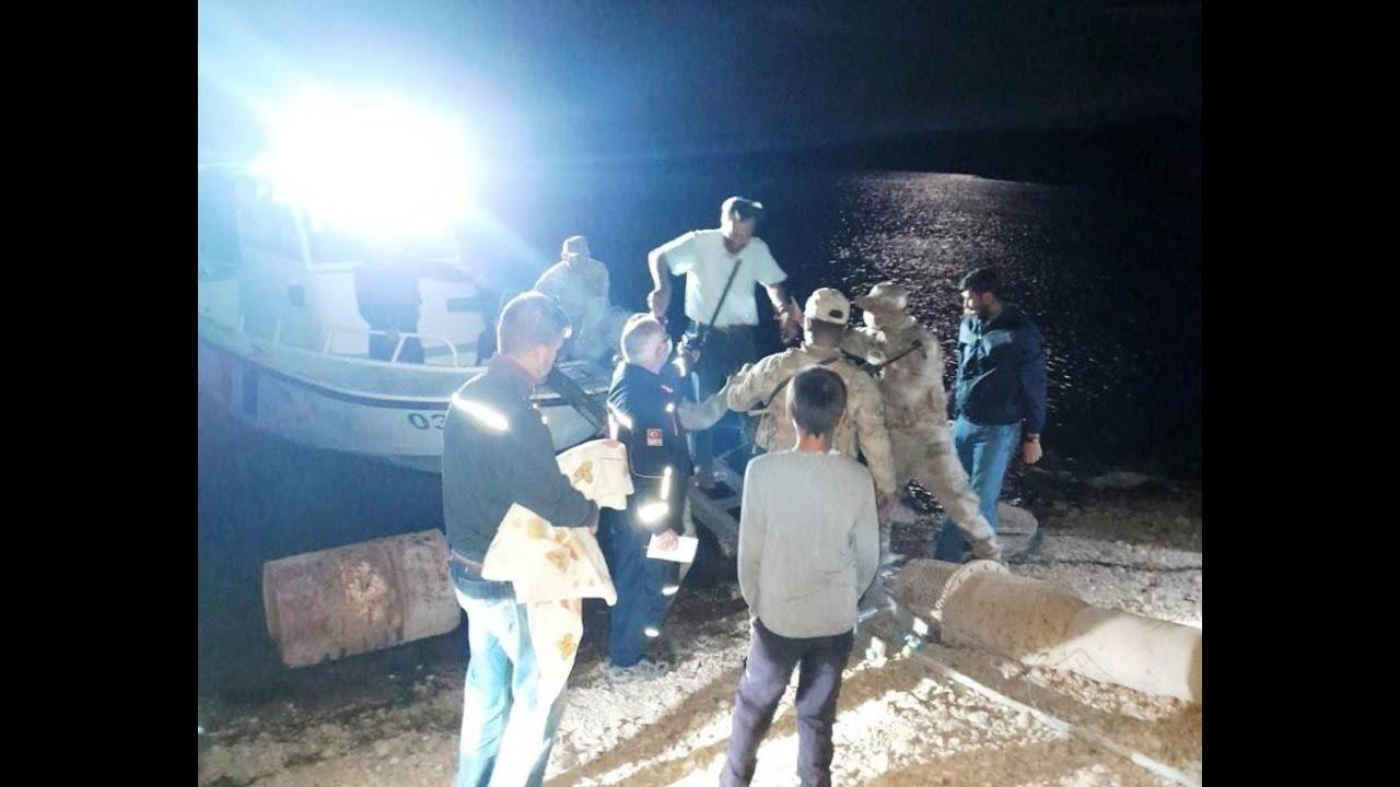 Teknede mahsur alan vatandaşı AFAD ve jandarma ekipleri kurtardı