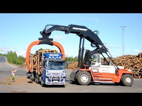 Svetruck TMF 28-21 unloading Volvo FH12 6x2 Timber Truck
