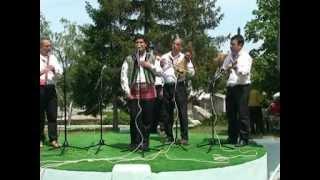 Иван Добрев пее народно
