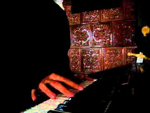 klavier hinter dem rücken spielen xDD