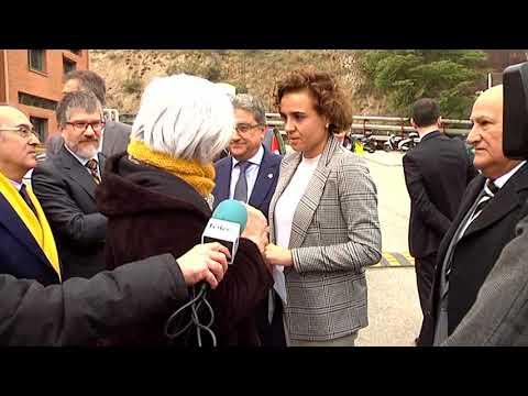 L'alcaldessa de Badalona Dolors Sabater surt a l'encontre de la ministra Dolors Montserrat