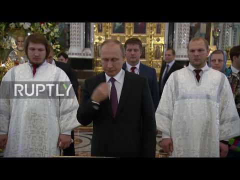 Russia: Putin visits the relics of St. Nicholas in the Christ the Saviour Cathedral
