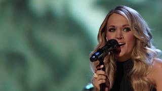 """Carrie Underwood performs """"Different Drum"""" in honor of Linda Ronstadt at the 2014 Induction Ceremony"""