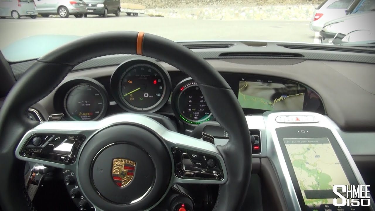 Porsche 918 spyder interior and displays youtube for Porsche 918 interieur