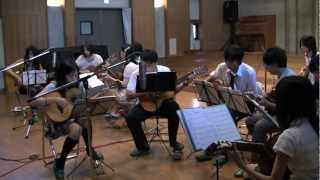 成城学園中学ギター部 OB&OGのみなさんによる演奏です。 三線とコードワ...
