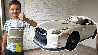 У Марка появилась новая машинка Ниссан GTR. Видео для детей.