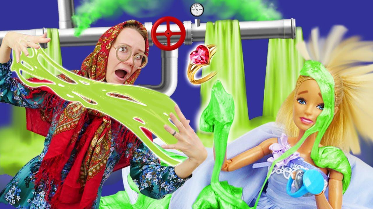Кукла Барби и Баба Маня в канализации! Ищем свадебное кольцо! Прикольные видео про игры с куклами