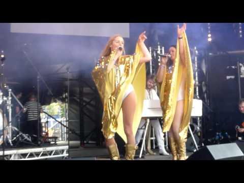 Abba Revival Dancing Queen 28516