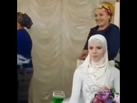 В Дагестане шокированы видео с разорванным на свадьбе платком невесты