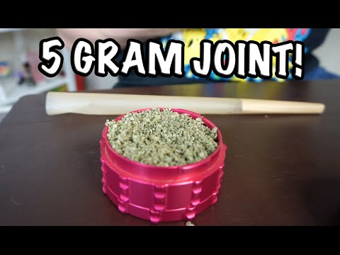 ROLLING A 5 GRAM JOINT