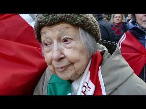 """Macerata, corteo antifascista. La partigiana Menapace a 93 anni: """"Fino a quando avrò voce ci sarò"""""""