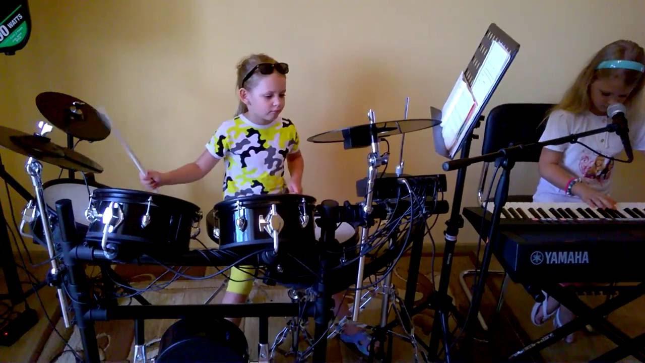 Perkusja Daria 7 lat Klawisze Klaudia 8 lat.Składanka biesiadna.
