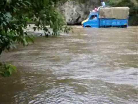 thengumarada river crossin.wmv