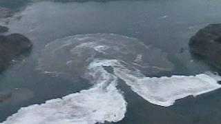 大船渡、陸前高田を襲う津波=岩手県警が公開-東日本大震災