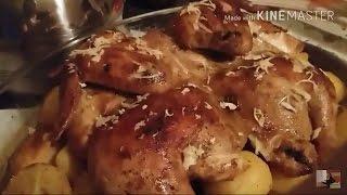 Цыганка готовит картофель под курицей