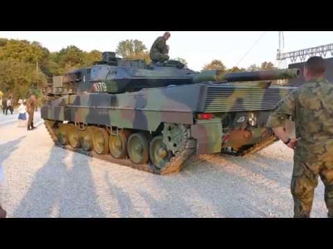 Polish Tanks Loading Onto Trailers - Leopard 2 - PT91 Twardy - BMP-1