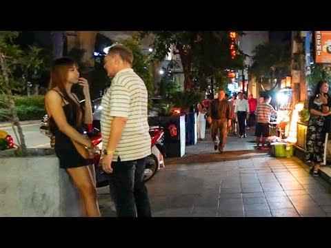 Walking Sukhumvit at Night - Bangkok, Thailand
