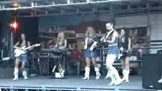 Country Sisters  live -Ghost Dance