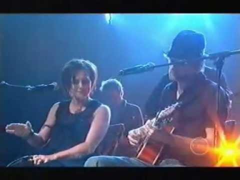 Kasey Chambers & Shane Nicholson - Rattling Bones (Live)