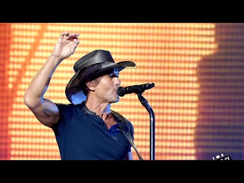 Tim McGraw collapses during concert in Dublin