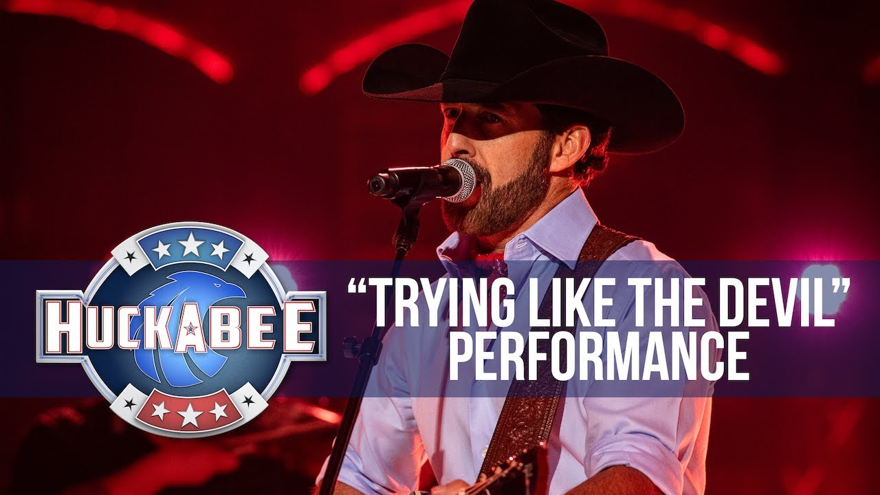 """Aaron Watson Performs """"Trying Like The Devil"""