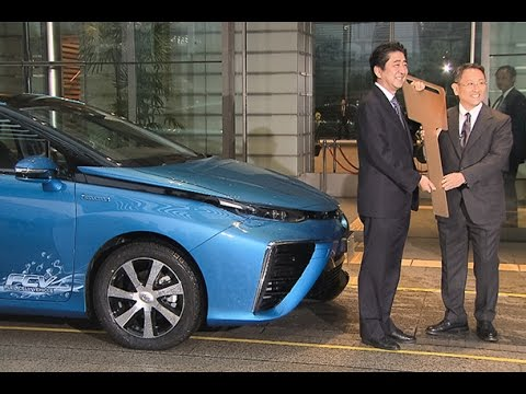Toyota Delivers First Mirai to Japan's PM