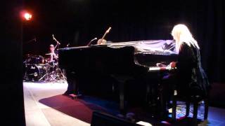 "CHI COLTRANE - ""Thunder and Lightning"" live in Dortmund 12. April 2011 (5)"