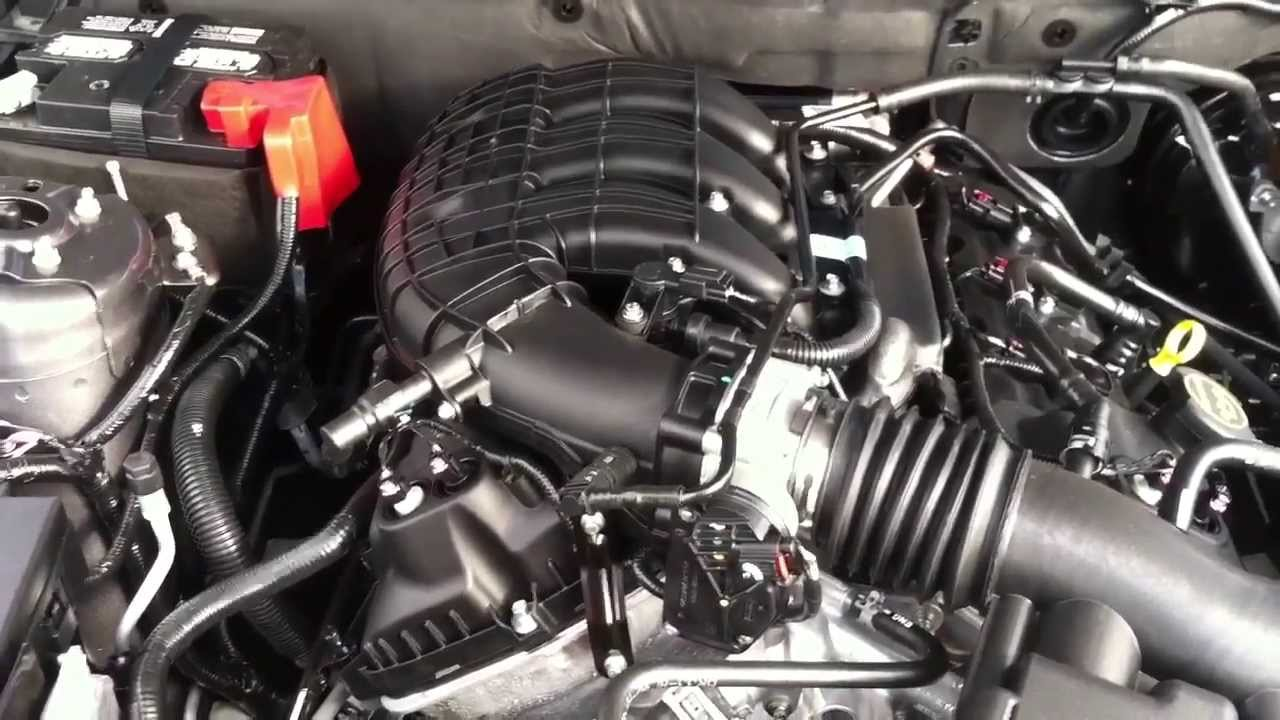 2014 Ford Mustang 37L V6 StartUp, Exhaust, and Engine