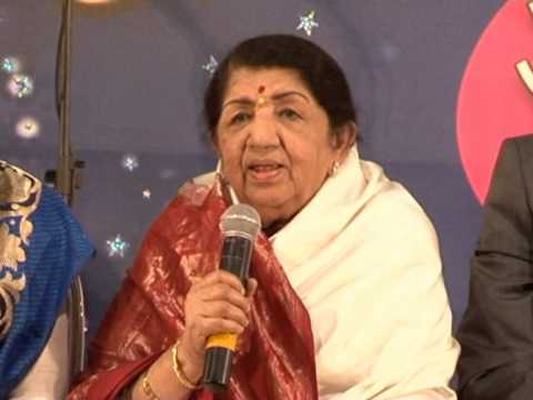 Asha Bhosle And Lata Mangeshkar Together On Stage