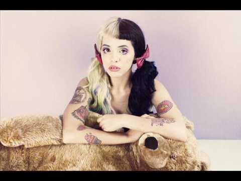 Melanie Martinez-Too Close (Sub. español)