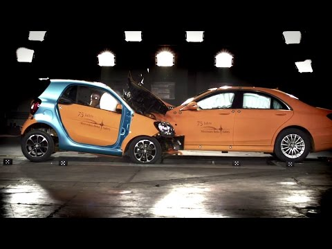 Smart highlights safety of new Fortwo by crashing into much bigger brother - Autoblog