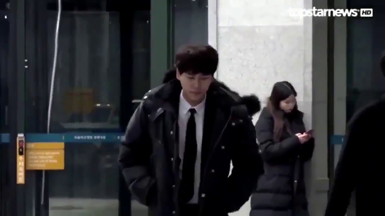 171220) KyuHyun at JongHyun\'s funeral today - With Loop Control - YouTube  for Musicians