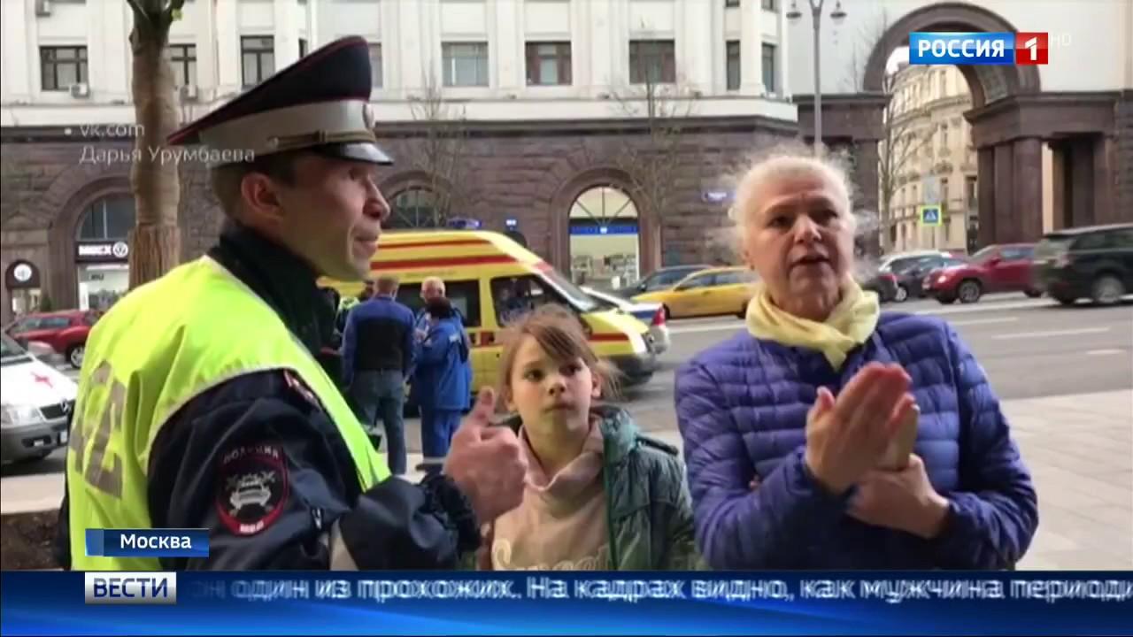 ДТП в Москве !!! 06.06.2017 Водитель Kia сбил девушку на тротуаре и врезался в стену дома !!!