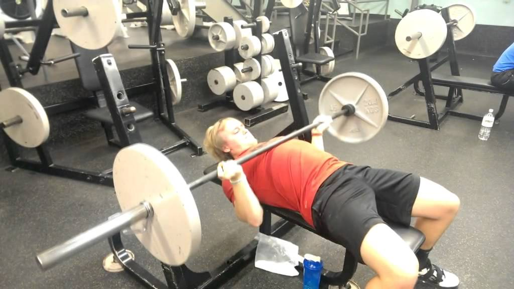 Reverse Grip Bench Press For Huge Upper Chest