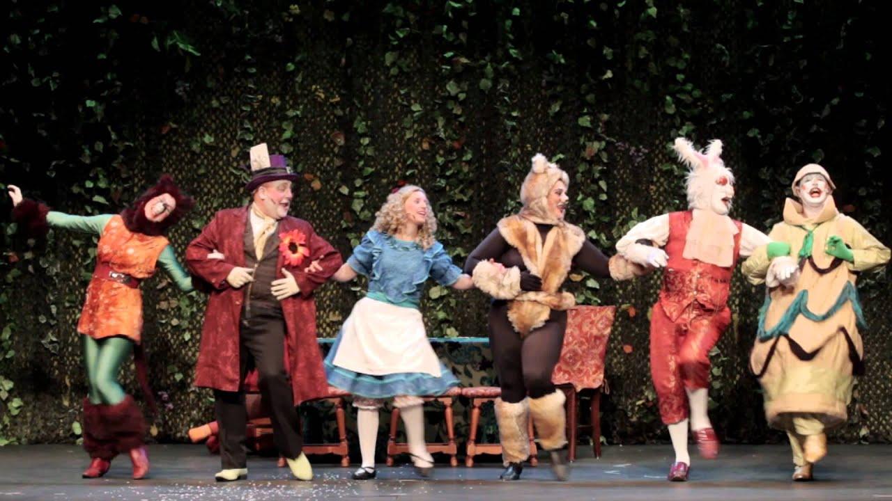 Alicia En El País De Las Maravillas El Musical Teatro Fígaro Youtube