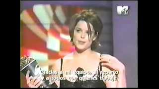 Neve Campbell wins MTV Movie Awards '98 - Scream 2